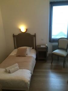 chambre simple hôtel l'estacade sur le port du Croisic 3 étoiles