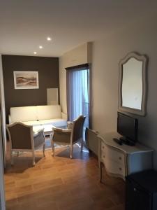 petit salon chambre suite sur le port du Croisic hôtel 3 etoiles
