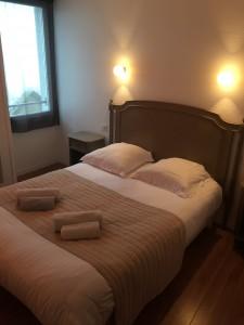 chambre standard sur le port du Croisic hôtel l'estacade