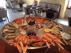 Venez profiter de notre plateau de fruits de mer au restaurant l'Estacade le Croisic situé sur le port du Croisic , produits frais tout est cuisiné maison